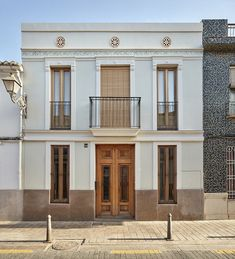 Flora House by Sanz & Gradolí Architects