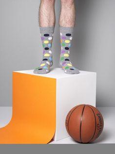 Look súper divertido con la nueva colección de calcetines sport de @Happy-Socks #socks #sportwear