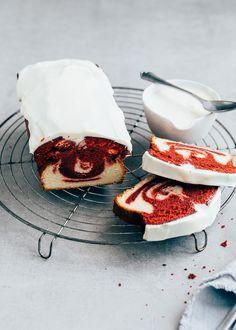 Heb jij wel eens Red Velvet cake geproefd? Ik maakte een marmercake met een superlekkere en luchtige creamcheese frosting. Wil je het recept?