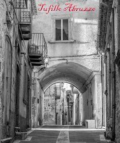 Tufillo (Tufìlle/Tufùlle in abruzzese) è un comune italiano della provincia di Chieti in Abruzzo. Fa parte della Comunità montana Medio Vastese.