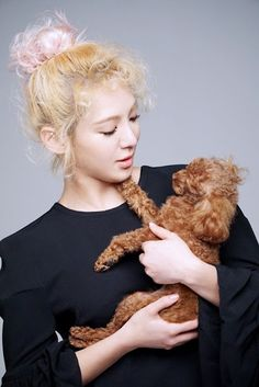 Girls' Generation's Hyoyeon sports curly locks with poodle to match for SMTOWN's 'Pet Day'! | Koogle TV