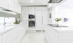 👑GlaMBarbiE👑 All white kitchen Kitchen Cabinet Design, Kitchen Renovation, Kitchen Appliances Layout, White Modern Kitchen, Kitchen Room Design, Kitchen Modular, Kitchen Window Design, Kitchen Inspiration Design, Kitchen Furniture Design