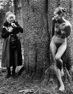 Judy Dater's photograph of Imogen Cunningham photographing Twinka. Very recursive. Make a great life draw.