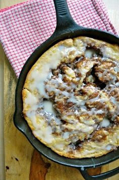 Lots of dessert recipes on this board Brown Butter Cinnamon Roll Skillet Cake Cast Iron Skillet Cooking, Iron Skillet Recipes, Cast Iron Recipes, Skillet Meals, Skillet Food, Cobbler, Skillet Cake, Skillet Bread, Breakfast Recipes