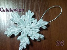 Create a snowflake in the art tsumami kanzashi DIY