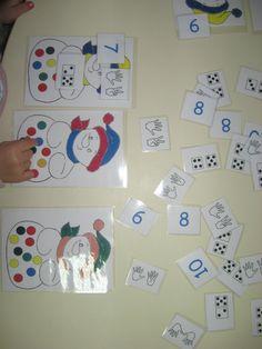 On associe des mains, des chiffres, des dominos avec la quantité de points sur chacun des bonhommes de neige.