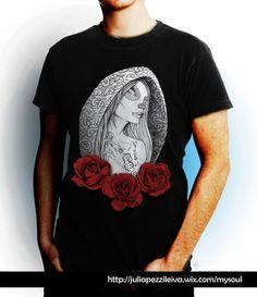 """De la firma """"niRah"""" de Julia Pezzi Leiva, sale el nuevo proyecto MySoul. GirlRosesTattoo Negra hombre #Camisetas #Diseño #Tshirt #Nerja #MySoul #TattooArt #Moda #ModaMujer #ModaHombre #tshirt #Roses #CamisetasExpresivas #Originales #Original #DiseñoCamisetas #Rosas"""