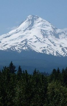 Mount Hood east of Portland, Oregon • photo: Dan on Idaho Summits