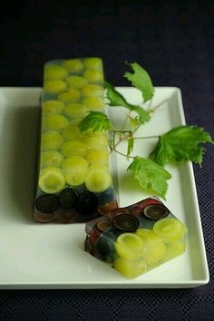 What a nice idea! Photo: Gaku Yamaya Maybe replicate wi th strawberry juice and non flavoured/coloured gelatin, add fresh fruit and edible flowers :) Patisserie Design, Decoration Patisserie, Aperitivos Finger Food, Grape Jelly, Wine Jelly, Tasty, Yummy Food, Japanese Sweets, Japanese Wagashi