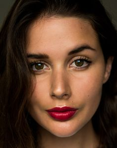 Red lipstick | Estee Lauer Envious | Beauty | makeup | HarperandHarley