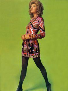 Paris Vogue August 1969 Model Sonja Bakker Photo by John Cowan Vintage Outfits, Vintage Fashion, Vintage Clothing, 1969 Fashion, Purple Coat, Fashion Colours, Vogue Paris, Fashion History, Leotards