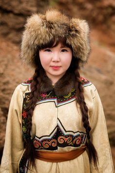 Oroqen girl in Inner Mongolia. Traveler's Photos Capture the Beautiful Diversity of Remote Cultures Around the World. Cultures Du Monde, World Cultures, Costume Ethnique, Beauty Around The World, Photographs Of People, World Photography, Travel Photography, Photography Women, People Around The World