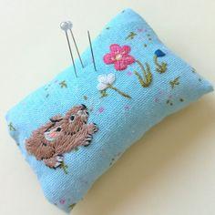 Вышитая игольница needle bar embroidery needle bed вышивка гладью