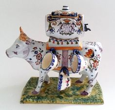 Desvres Fourmaintraux Freres- Zeldzame antieke faience aardewerk koe met vat en zes kommetjes