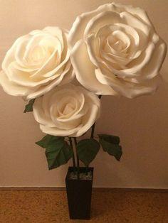 Настал черед и мне похвастаться своей работой, выполнил ее совместно с женой  Итак розы диаметром 52, 65 и 75 см. Высота композиции 2 метра. В работе использовался изолон 3 мм и зеленый фоамиран 2 мм.  #изолон #изолонппэ #большиецветы #цветыизизолона #крыльяизизолона #isolon #izolon #гигантскиецветы #декор #handmade #рукоделие #декорирование #Косплей #маскиизиолона #фотозонаизизолона #фотозона #оформлениесвадьбы #ростовыецветы #flowerfoam #гигантскиецветы #фоамиран