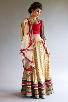 Be ready to slay in these light/medium range lehengas for that Sangeet/Mehendi ceremony or glam it up for any festive occasion. Indian Attire, Indian Outfits, Indian Clothes, Brocade Lehenga, Indian Bridal Wear, Indian Couture, Diva Fashion, Mehndi Designs, Red Green