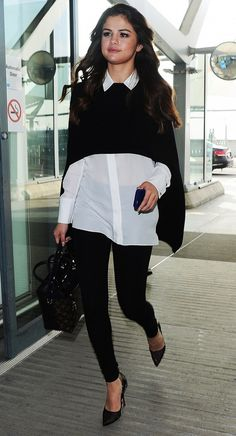 Selena Gomez wears an Alice + Olivia Lolita button down under a black cape with Front Zip leggings and black pumps - Selena Gomez Street Style Estilo Gigi Hadid, Looks Street Style, Office Looks, Work Fashion, Fashion Forms, Fashion Photo, Work Attire, Mode Style, Leggings Are Not Pants