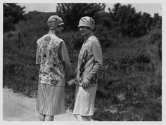 Intricately patterned sweaters were on the bill for this pair of stylish 1920s golfing gals.