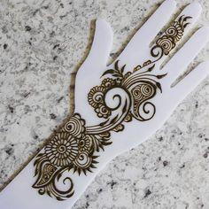 Hena Designs, Mehndi Art Designs, Mehndi Design Pictures, Mehndi Images, Henna Tutorial, Simple Arabic Mehndi Designs, Small Henna, Henna Drawings, Hand Mehndi
