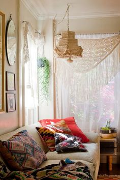 Hanging lamp and lace curtains