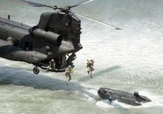 American & Military Love: Chinook from SOAR supporting Navy special operations. Us Military Aircraft, Military Helicopter, Military Weapons, Military Art, Military Vehicles, Boeing Ch 47 Chinook, Military Special Forces, Us Navy Seals, Special Ops