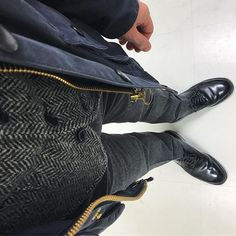 2016/12/21 23:18:22 nemo_hiro.16 今日の装い❗️ こんばんは😊 . navy × gray . 地味ですが . 落ち着く格好! . それではまた明日👋🏻 . おやすみなさい😴 ♪ #oiledjacket#barbour#bedale #tweed#woolvest##nickwooster×#unitedarrows #trousers#incotex #shoes#alden#cordovan #バブアー#ビデイル#ニックウースター#ユナイテッドアローズ#インコテックス#オールデン#コードバン #barbourpeople#ootdmen#ootd#outfit#coordinate#fashiongram#mensclothing#dailyfashion#dailylook#style#今日の服