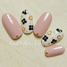 #ホログラム #ワンカラー #フラワー #ゴールド #グレージュ #モノトーン #NailSalonLeaf #ネイルブック Cute Nail Art, Cute Nails, Aloha Nails, Lily Nails, Sunflower Nail Art, Fingernails Painted, Asian Nails, Romantic Nails, Nails Now