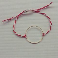 Βραχιόλι Μαρτάκι: Βρήκαμε τα 3 καλύτερα σχέδια μόνο με 12€! Online αγορά! - neolaia.gr Diy Jewelry, Jewellery, Jewelry Patterns, Handmade Accessories, Holidays And Events, Projects To Try, Creations, March, Hoop Earrings