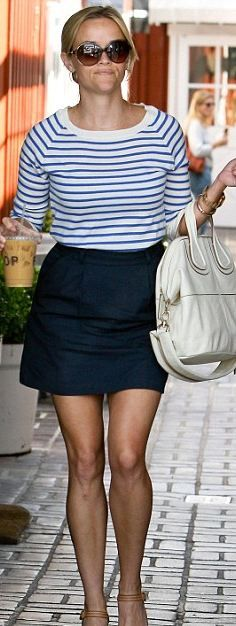 Who made Reese Witherspoon's nude wedges, white handbag and brown sunglasses that she wore in Los Angeles?