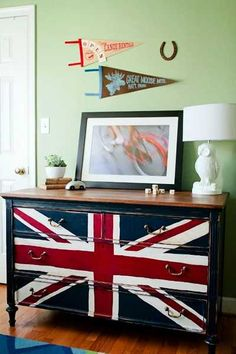 30 Patriotic Decoration Ideas, Union Jack Themed Decor in Blue Red White