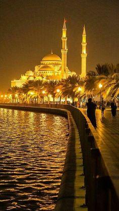 Istanbul – Gülten Akal – Join the world of pin Beautiful Places To Travel, Wonderful Places, Beautiful World, Mekka Islam, Turkey Destinations, Beau Site, Istanbul Travel, Beautiful Mosques, Turkey Travel