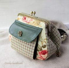 Loveka Handmade: Кошелек с фермуаром I love the fold out for paper money attached in front Diy Handbag, Diy Purse, Pouch Bag, Clutch Wallet, Potli Bags, Frame Purse, Pencil Bags, Quilted Bag, Zipper Bags