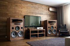 Hifi Audio, Audio Speakers, Horn Speakers, Audio Amplifier, Small Rooms, Small Spaces, Vinyl Record Shop, Radios, Sound Room