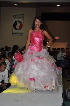Desfile de dress reciclado