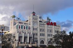 Such a beautiful building.Jax Brewery in New Orleans - now houses shops and restaurants - photo by Bill Cannon Louisiana History, Louisiana Homes, New Orleans Louisiana, Mardi Gras, Bayou Country, Restaurant Photos, All Things New, New Orleans Wedding, Crescent City