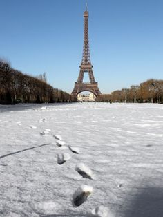 THIS is my dream, to see Paris under a blanket of snow*****
