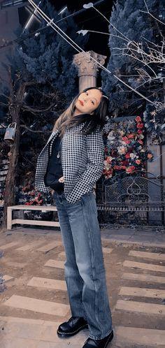 Twitter Kim Jennie, Blackpink Fashion, Korean Fashion, Dibujos Tumblr A Color, Aesthetic Indie, Blackpink Photos, Mode Streetwear, Indie Kids, Kpop Outfits