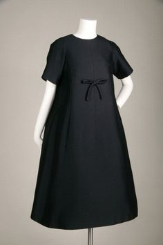 Trapeze afternoon dress 1958 - Dior Dress - Ideas of Dior Dress - Trapeze afternoon dress 1958 Mohair by Yves Saint Laurent for Christian Dior. (Photo by Chicago History Museum/Getty Images) Vintage Dior, Vintage Mode, Vintage Couture, Vintage Dresses, Vintage Outfits, Fashion Moda, 1950s Fashion, Vintage Fashion, Womens Fashion
