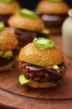 Savory Sight: Black Bean Quinoa Sliders Black Bean Quinoa Burger, Quinoa Burgers, Veggie Burgers, Mini Burgers, Turkey Burgers, Tasty Vegetarian Recipes, Good Healthy Recipes, Vegetarian Dish, Raw Food Recipes