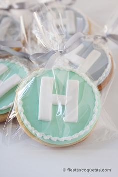 Galletas para el bautizo de Hugo Fondant Cookies, Fondant Toppers, Cupcake Toppers, Sugar Cookies, Baby Shawer, Baby Shower Cookies, Food Decoration, Candy Party, Cookie Decorating