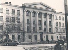 Куйбышев.        Улица Молодогвардейская.       [Сейчас    здание Губернской Думы].         Фотография.        Начало 1960-х.