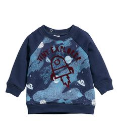 Top in soft sweatshirt fabric with buttons at the top, long sleeves and ribbing at the cuffs and hem. Blue Space, Stylish Baby, H&m Online, Fashion Kids, Hoodies, Sweatshirts, Blue Tops, Fashion Online, Long Sleeve Tops