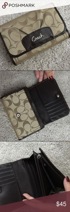 Gorgeous Coach Wallet good condition! make me offers Coach Bags Wallets