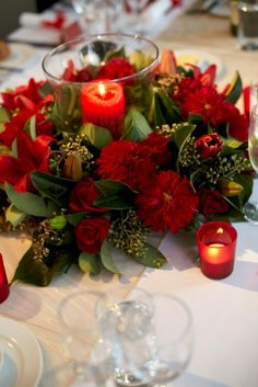 RG192 Wreath arrangement or oasis garland filled with a selection of the seasons best red flowers