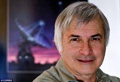 Seth Shostak é mais conhecido por seu trabalho como Astrônomo Sênior no Instituto SETI, mas também trabalha para indústria do cinema...