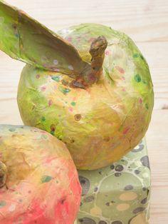 Seeligkeitssachen, Äpfel aus Papiermaché, #apples #papermache #fruit #artwork