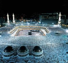 Alhumdulillah - would love to go over and over again! And inshallah take the kids!- Masjid al-Haram (The Sacred Mosque) - Makkah, Saudi Arabia Beautiful Mosques, Beautiful Buildings, Beautiful Places, Amazing Places, Pilgrimage To Mecca, Masjid Al Haram, Mekkah, Photo Images, Bing Images