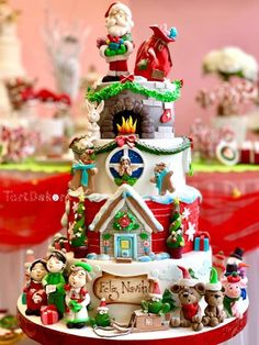 Christmas Themed Cake, Christmas Cake Designs, Silver Christmas Decorations, Christmas Deserts, Noel Christmas, Christmas Goodies, Christmas Cakes, Pretty Cakes, Beautiful Cakes