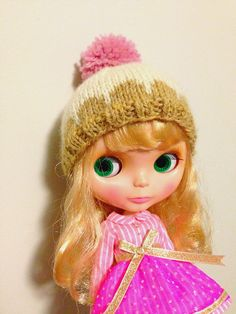 It didn't take me long since my last post to become obsessed with knitting Blythe hats in the round. I went shopping for some yarn, and got ...