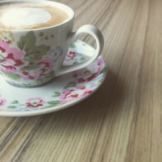 My favourite Linzio Lungo in my favourite Cath Kidston cup